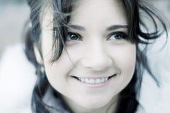 Meisje in de winterstad Stock Afbeelding