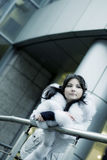 Meisje in de winterstad Royalty-vrije Stock Foto