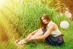 Meisje in de zomerpark Royalty-vrije Stock Foto