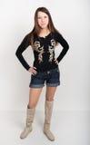 Meisje in denimborrels, t-shirt met lange kokers en laarzen Royalty-vrije Stock Foto