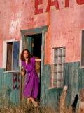 Meisje in deuropening Royalty-vrije Stock Afbeelding