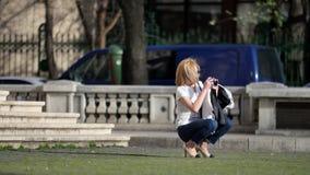 Meisje die denimjeans dragen Royalty-vrije Stock Foto
