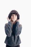 Meisje die een dikke hoed dragen Stock Foto's