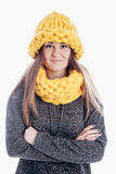 Meisje die een dikke sjaal en een hoed dragen Royalty-vrije Stock Fotografie