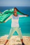 Meisje die een doek golven Royalty-vrije Stock Fotografie