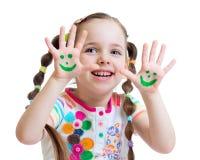Meisje die geschilderde handen met grappig gezicht tonen royalty-vrije stock afbeeldingen