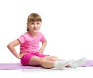 Meisje die gymnastiek- oefeningen doen Stock Fotografie