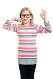 Meisje die haar die tanden borstelen op witte achtergrond worden geïsoleerd Stock Fotografie