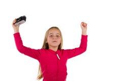 Meisje die holdingswapens omhoog met uitstekende die camera toejuichen op wh wordt geïsoleerd stock fotografie