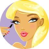 Meisje die mascara toepassen Royalty-vrije Stock Afbeelding