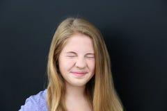 Meisje die neus rimpelen Royalty-vrije Stock Afbeelding