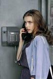 Meisje die op de telefoon spreken royalty-vrije stock afbeeldingen