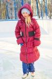 Meisje die op ijs schaatsen Stock Fotografie