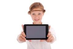 Meisje die tabletpc tonen Stock Foto