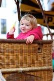 Meisje die vrolijk-gaan-rond van genieten royalty-vrije stock foto