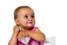 Meisje die yoghurt eten Stock Afbeeldingen