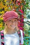 Meisje door Gekleurde Wijnstokken Stock Foto's
