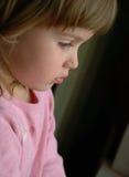 Meisje door het venster Royalty-vrije Stock Foto's