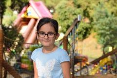 Meisje in een avonturenpark Stock Fotografie
