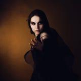 Meisje in een beeld van een heks Stock Foto