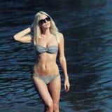 Meisje in een bikini Royalty-vrije Stock Foto