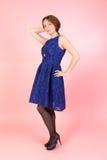 Meisje in een blauwe kleding royalty-vrije stock afbeelding