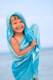 Meisje in een blauwe pareo Royalty-vrije Stock Afbeeldingen