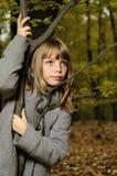 Meisje een boom Stock Foto