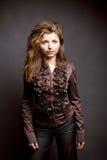 Meisje in een bruine blouse Stock Afbeelding