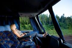 Meisje in een bus over lange afstand Royalty-vrije Stock Foto's