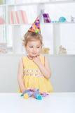 Meisje in een feestelijke hoed Royalty-vrije Stock Foto