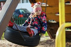 Meisje in een gebreide hoed Royalty-vrije Stock Foto's
