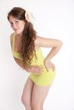 Meisje in een gele kleding royalty-vrije stock foto