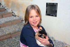 Meisje een haar kat Stock Afbeeldingen