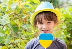 Meisje in een hoeden Oekraïense symbolen Royalty-vrije Stock Fotografie