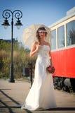 Meisje in een huwelijkskleding Royalty-vrije Stock Afbeeldingen