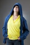 Meisje in een jasje met een kap Royalty-vrije Stock Foto's