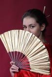 Meisje in een kimono met een pret Stock Foto