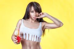 Meisje in een kort overhemd Royalty-vrije Stock Foto's