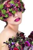 Meisje in een kroon van bloemen Royalty-vrije Stock Foto's