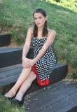 Meisje in een Park, het Openlucht Plaatsen royalty-vrije stock afbeelding