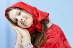Meisje in een rode sjaal Stock Fotografie