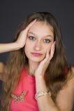 Meisje in een roze avondjurk Royalty-vrije Stock Afbeelding