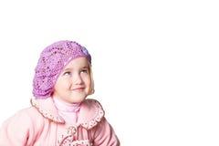 Meisje in een roze laag en baret op witte achtergrond Royalty-vrije Stock Afbeelding