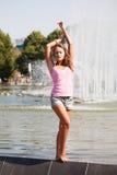 Meisje in een roze vest stock afbeelding