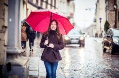 Meisje in een straat Stock Foto