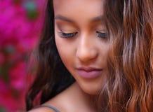 Meisje in een tuin van roze stock foto's