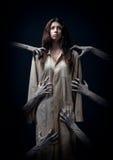 Meisje in een vuile robe Royalty-vrije Stock Afbeelding