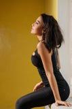 Meisje in een zwart kattenkostuum Royalty-vrije Stock Afbeeldingen
