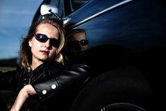 Meisje en auto Royalty-vrije Stock Fotografie